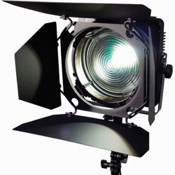 "Zylight F8-D Kit ""ENG"" de Fresnel LED con V-Mount, maleta y filtros"