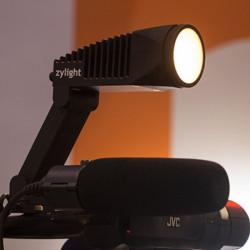 """Zylight Newz luz LED para cámara """"On-Camera"""" con control inalámbrico"""